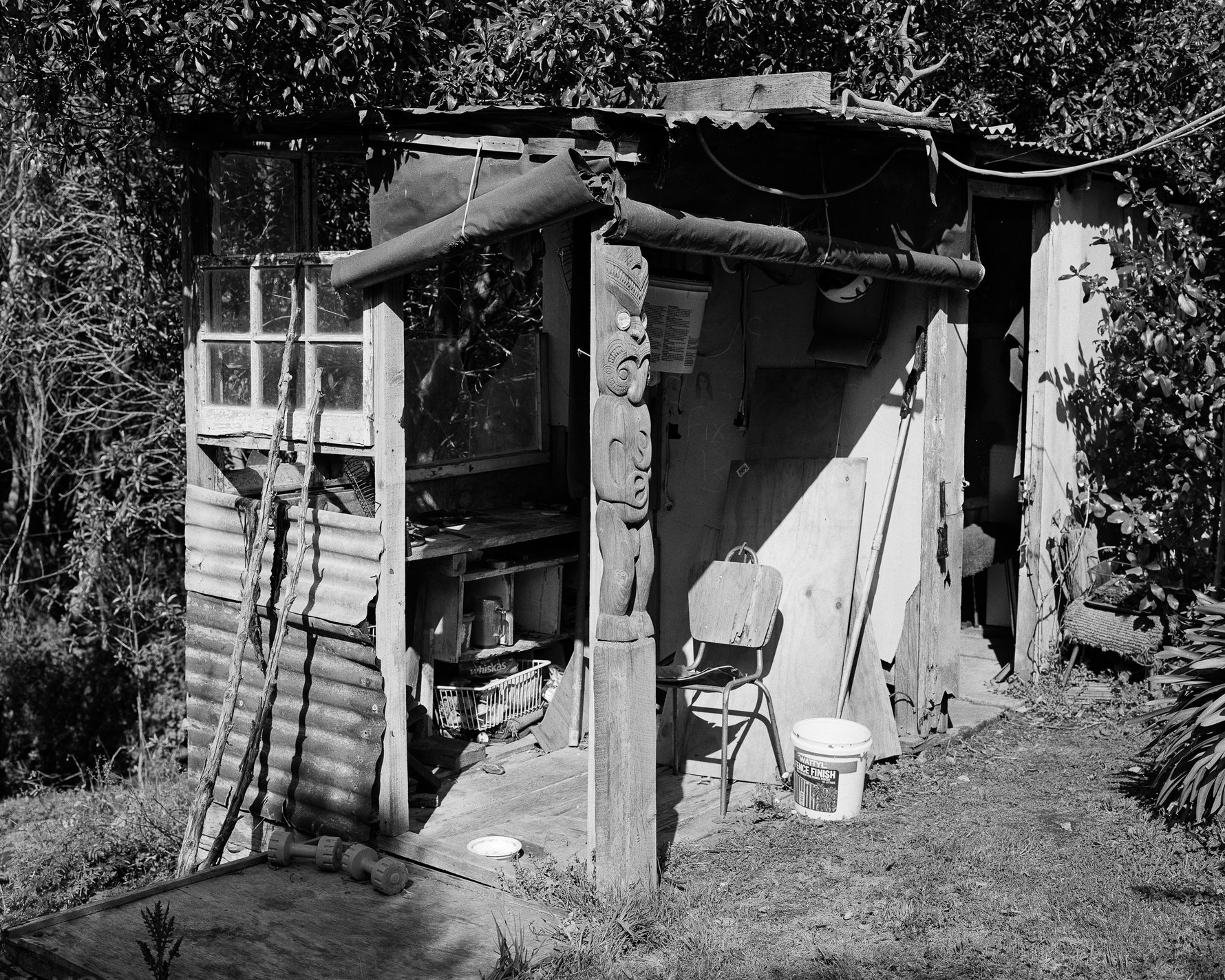Carving hut in Rewi Couch's garden.