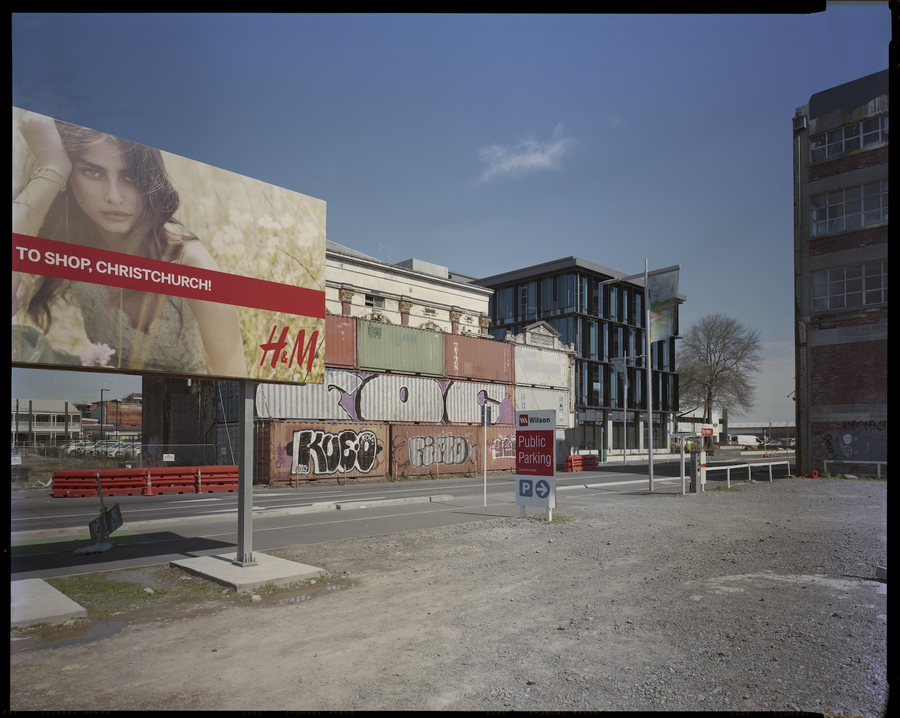Tuam Street looking SW. (H&M billboard), 24th September 2017.